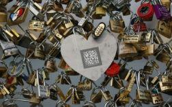 La mairie de Paris avait décidé de retirer les cadenas pour des raisons de sécurité. - AFP Commenter 2