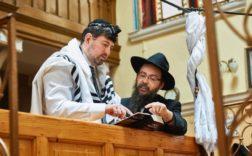 Csanád Szegedi et le rabbin Boruch Oberlander. Photo publiée avec l'aimable autorisation du UKIJFF