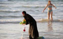 Une commune française interdit les femmes voilées sur un site de baignade. / Ph. Atlantico