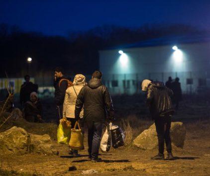 Selon plusieurs associations, de l'eau et de la nourriture destinées aux migrants auraient été «gazées» par la police