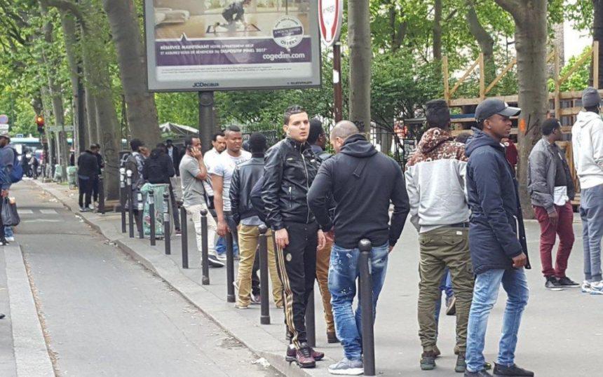 Dans le quartier Chapelle-Pajol, les hommes tiennent les rues, et les femmes sont devenues indésirables.