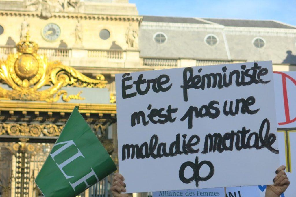 Rassemblement de soutien aux Femen, mercredi 31 mai, devant le Tribunal de Grande Instance, à Paris. Crédit photo : Roxanne D'Arco