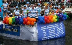 A Amsterdam, IBM défile en son nom lors de la gay pride. - Geoff Coupe Commenter 0
