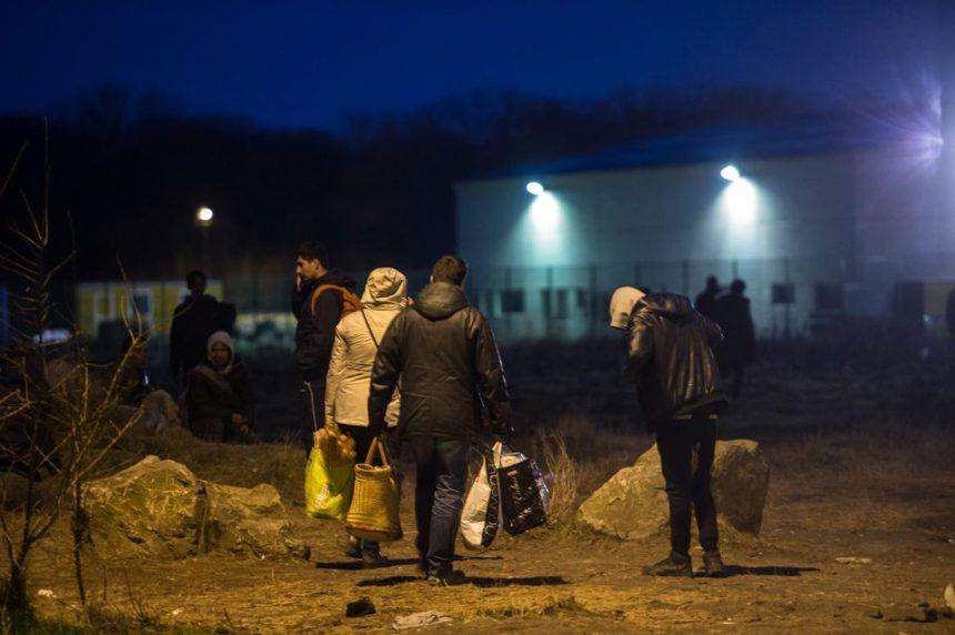 migrants Calais police droit scandale