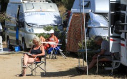camping discrimination faciès