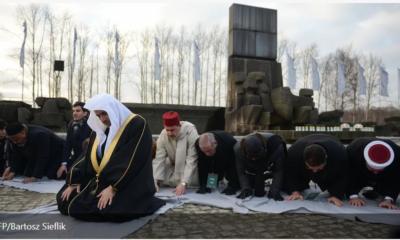 prière musulmane près du Mémorial d'Auschwitz,